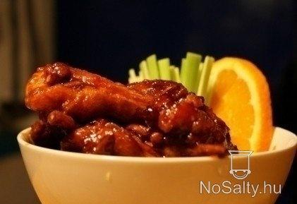Narancsos mézes-mázas Mr and Mrs Smith konyhájából: http://www.nosalty.hu/recept/narancsos-mezes-mazas-csirkeszarnyak#