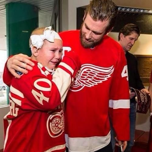 But they're also very caring. | 24 Reasons Why Hockey Players Are Actually Big, Cuddly Sweethearts . MY MAN, HENRIK ZETTERBERG!!!