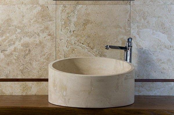 #Lavabo da appoggio tondo in #travertino #chiaro per #bagno moderno Scopri di...