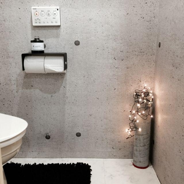 yoshiさんの、白黒,COLONY2139,ブラック,ホワイト,モノトーン,DIY,壁紙の張り替え,コンクリート柄,DIYコンクリート キャンドルホルダー,グレー,バス/トイレ,のお部屋写真