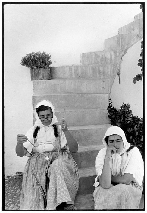 Constantine Manos.  Greece. Alonisos. 1964. Mother and daughter.