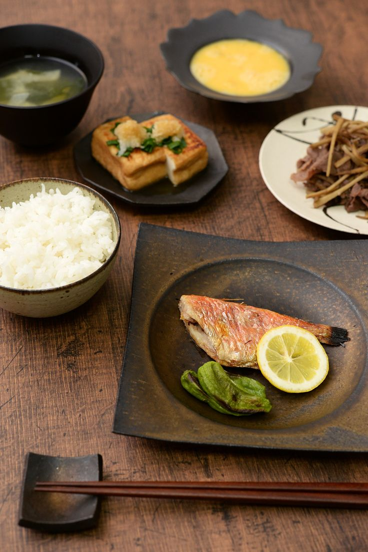 ■■ 料理:金目鯛の塩焼き ■■ 和食器:銅彩釉 角皿(中) ■■ 作家:水野幸一