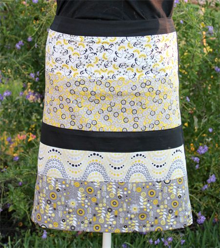 Womens / Ladies / Girls A-line Retro pieced Skirt with plain black cotton back Size Extra Small (XS)