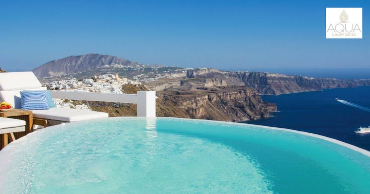 A marvelously refreshing dip, overlooking the beauties of Santorini from above! More at aquasuites.gr