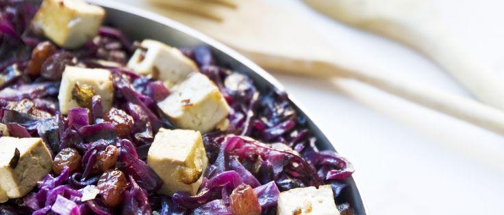 Rode kool met appels, rozijnen en gerookte tofu | Donderdag Veggiedag