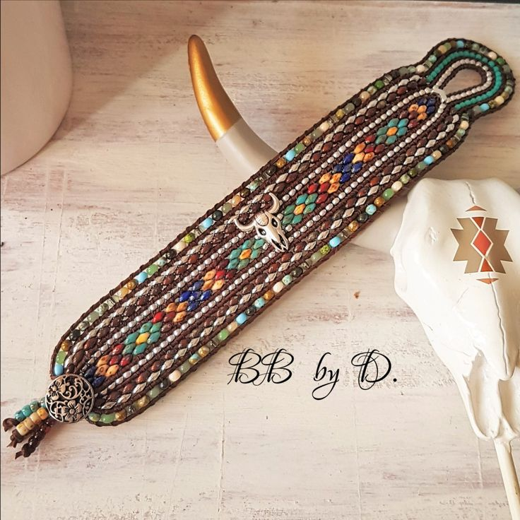 racelet Wrap Multi-Rangs , cuir, perles et crâne de buffle style boho, Hippie. …