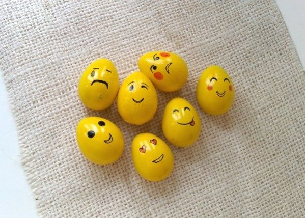 Looking for something fun for this Easter? Emoji faces are quite popular these days and these emoji eggs can be a fun craft project to try out with kids. You might already have all the required sup…
