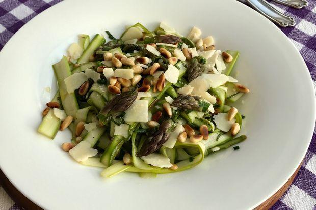 Fıstıklı Kuşkonmaz Salatası- Asparagus Salad