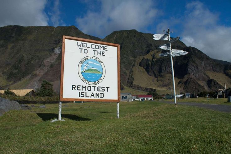 Tristão da Cunha (África do Sul) - É a ilha habitada mais remota do mundo.