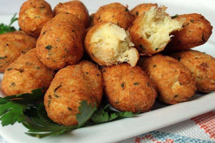 Crocchette di baccalà e patate arricchite con una doppia panatura: la ricetta perfetta per unacena velocee appetitosa. Da gustare anche il giorno dopo!