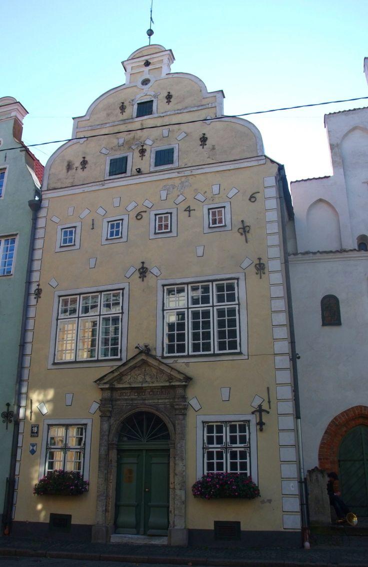 Frère jaune, une des trois maisons du complexe architectural ''les Trois Frères'' (''trīs brāļi''). Riga.