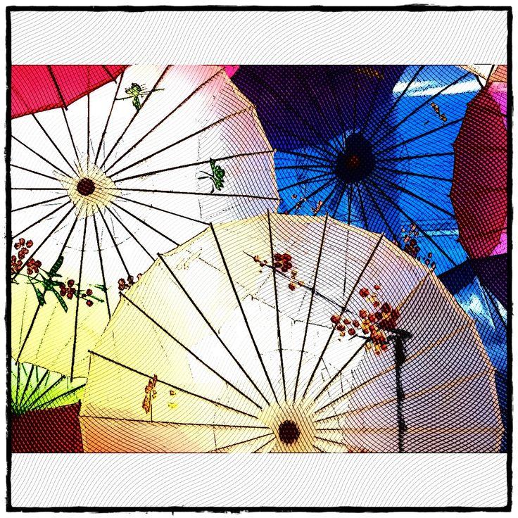 Parasol décoratifs, Mail Champlain, Brossard