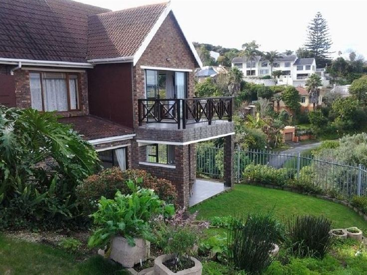 Hamilton Manor - Fran Hamilton will welcome you to one of her five luxurious en-suite rooms. All rooms are equipped with a Flat screen TV, fridge, coffee and tea-making facilities, Free WIFI, a private balcony and spectacular ... #weekendgetaways #knysna #gardenroute #southafrica