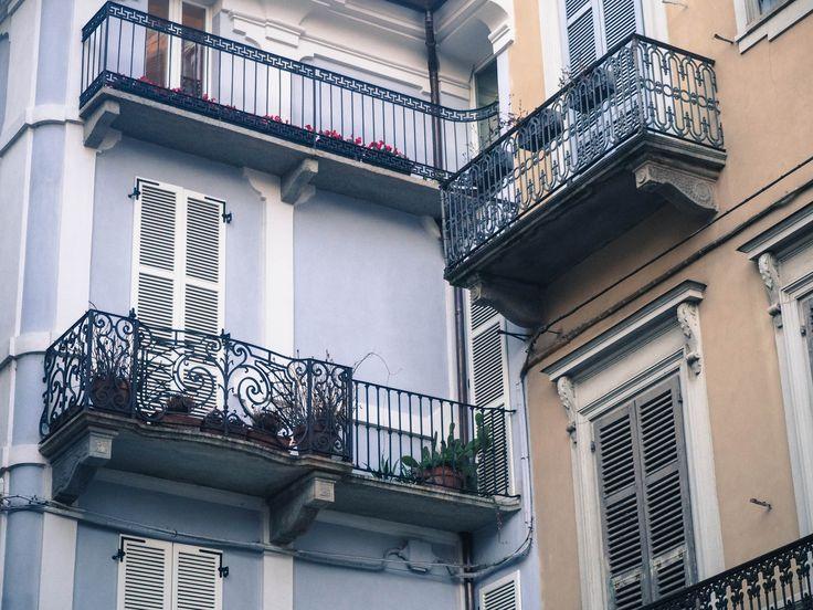 #biella #italy #atelier #atelierparticulier #savoirfaire #balcon #artisan #echarpe