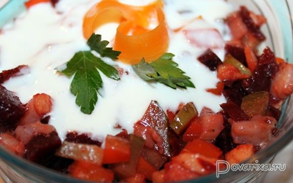 Салат из маринованной свеклы с селедкой – рецепт с фото