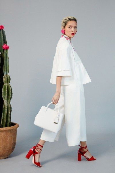 View the full Kate Spade New York Pre-Fall 2017 collection.