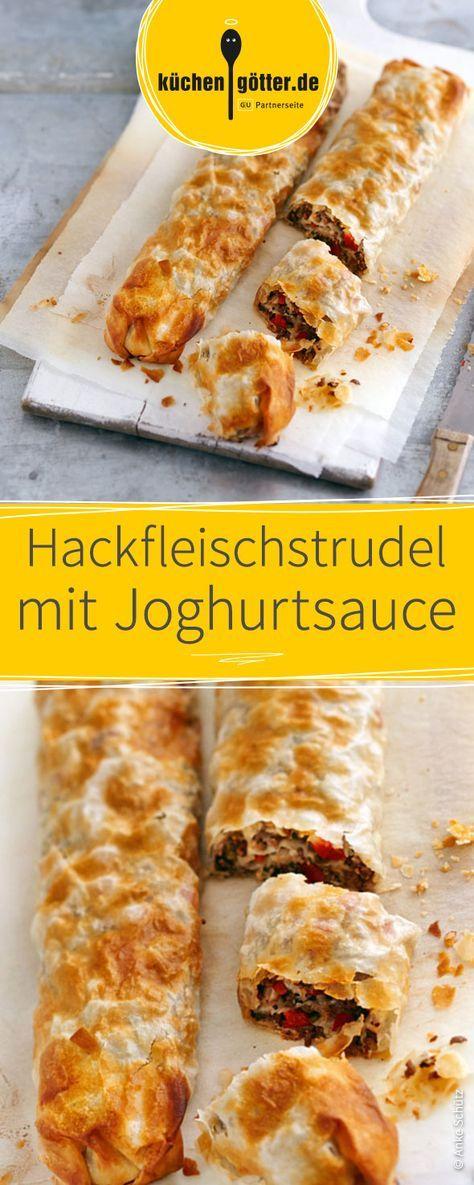 Express-Rezept für warmen Teig-Strudel, gefüllt mit Hackfleisch und Kräutern. Dazu passt eine leichte Joghurtsauce.