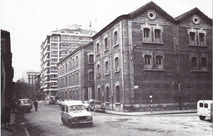 1969-CALLE  YANGUAS Y MIRANDA-AL FONDO PASEO SARASATE son los cuarteles de intendencia, antes de su derribo . En el solar que quedó se levantó hace algunos años El Corte Inglés