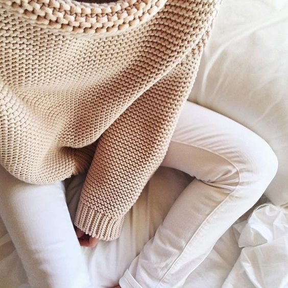 Chunky knit + white jeans.