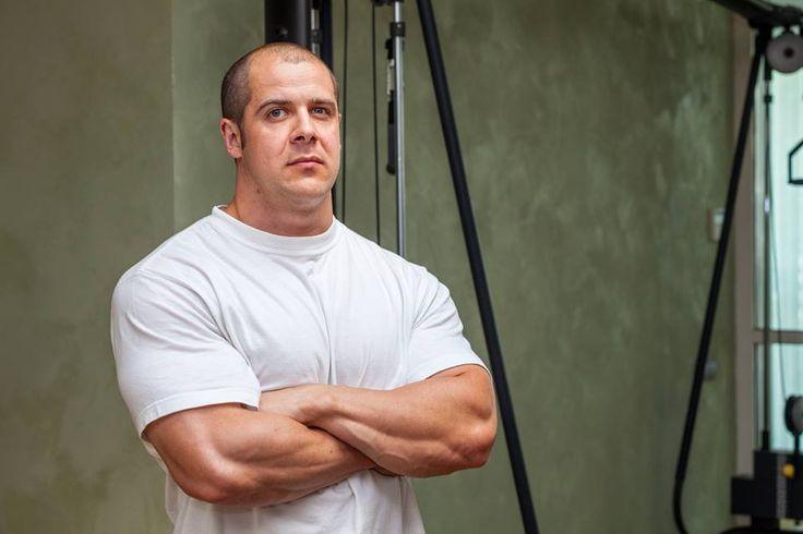 Александр Балабанович – абсолютный чемпион Республики Беларусь по пауэрлифтингу. Специализируется на тренировках по сбросу веса, увеличению силовых показателей, набору массы, укреплению мышц спины у людей с проблемами позвоночника.  #фитнес #минск #тренер