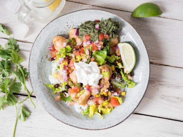 Hähnchen-Burrito-Bowl mit Guacamole