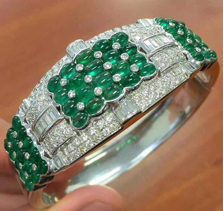 Bracelet Emerald diamonds and white gold. .. Браслет Изумрудные бриллианты и белое золото