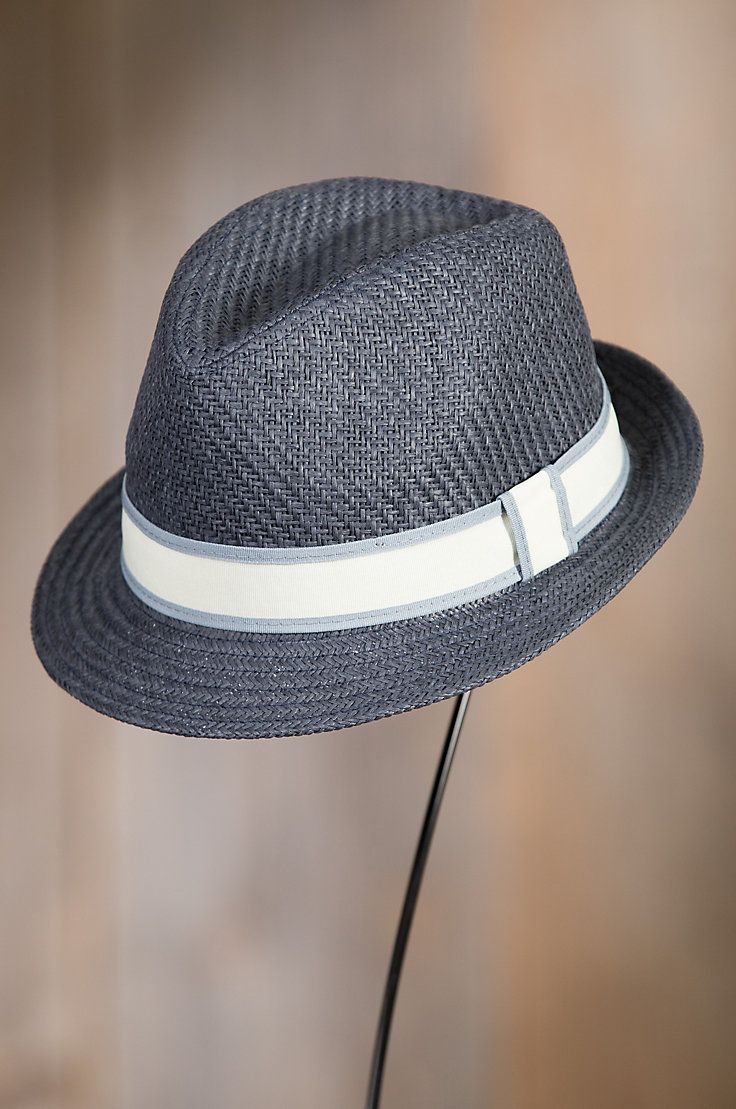 The Killian Stingy Brim Straw Fedora gives you lightweight coverage that shades you from heat and sunrays while dressing you for all occasions.