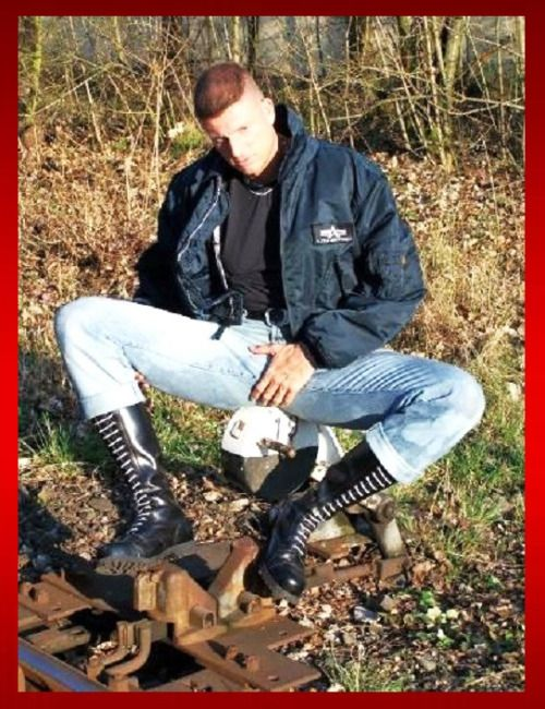Pin av Boylad Tom på Skins & Punks   Skinhead boots ...