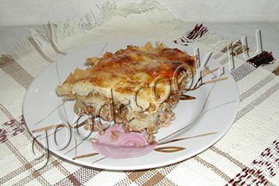 """Запеканка """"Хозяюшка"""" СОСТАВ 0,5~1 стакан гречки, 2~3 луковицы, филе любой РЫБЫ, 2 ст ложки томатного соуса, (100~150г сыра), 1~2 ст ложки майонеза Постный вариант рецепта Два верхних слоя - сыр и майонез, - не нужно класть. Или можно смазать постным майонезом. Постный соус типа майонеза можно сделать самим. Есть соусы на основе орехов, кокосового молока и пр."""