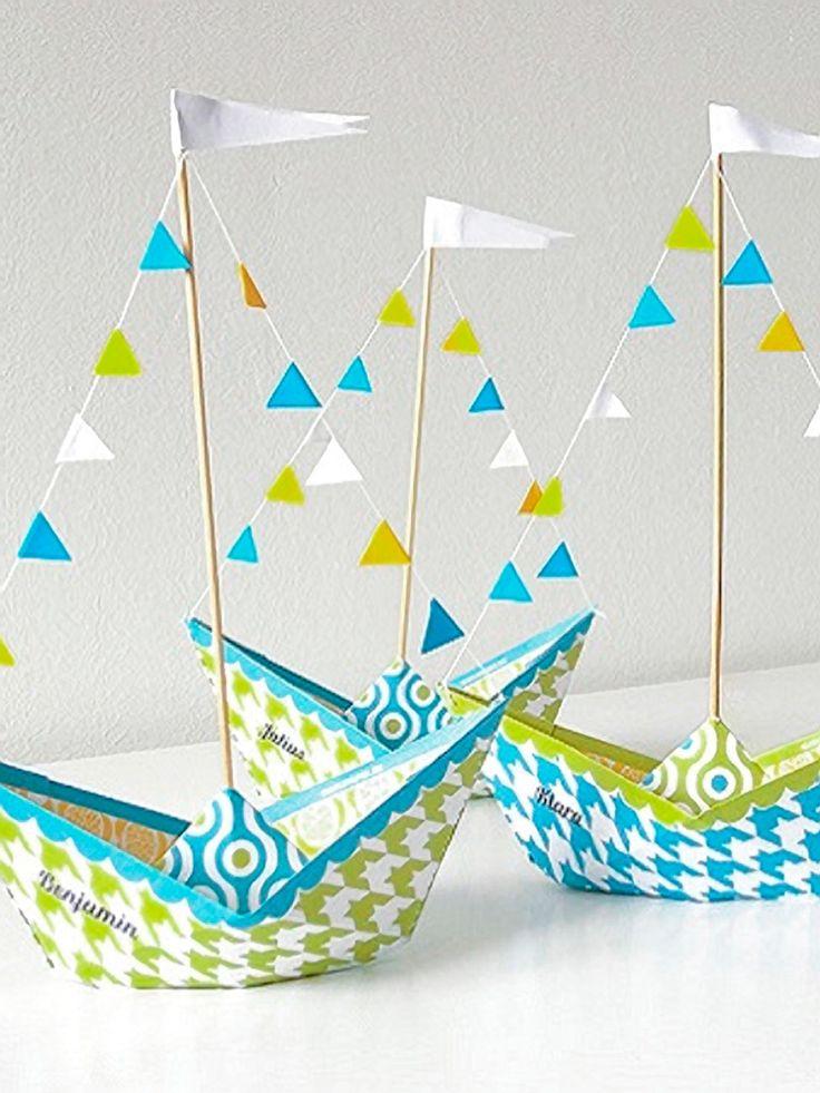 Bateau en papier dans des tons vert et bleu pour une déco de table marine - tutoriel