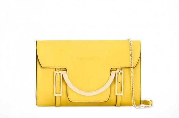 I colori brillanti delle borse estate 2015 Coccinelle, Furla e Prada Coccinelle pochette in saffiano 175.00 euro