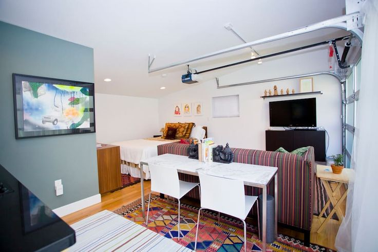 in Denver, US. Beautiful, bright garden studio. This studio opens up to the back yard of a Berkley/West Highland bungalow. Very private, totally remodeled and comfortable space for up to two persons. All the comforts of a hotel suite minus room service.  The spa...