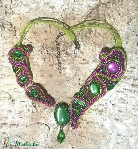 Zöld-pink gyöngyhímzett nyaklánc, Ékszer, óra, Nyaklánc, Meska