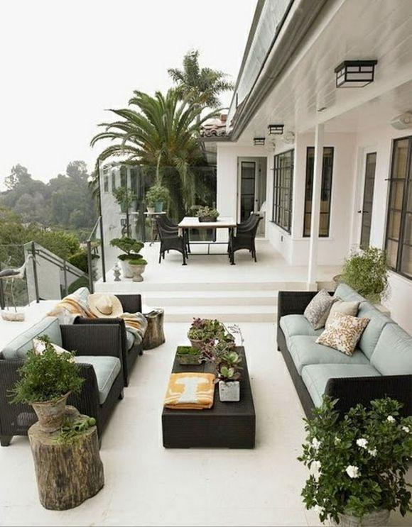 Preciosa terraza en blanco y negro para disfrutar el verano. #decoradores #interoristas