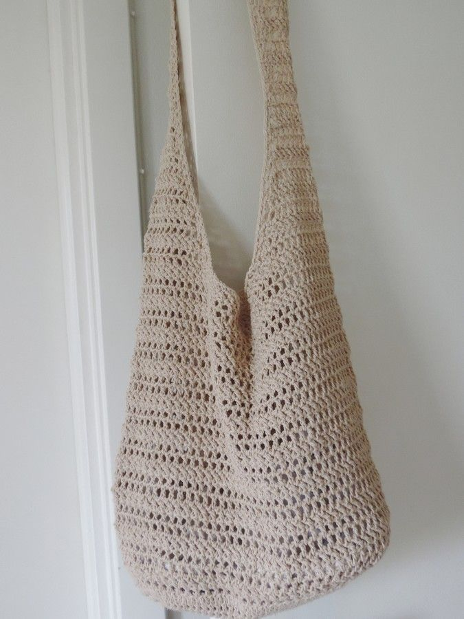 Trendy crochet bag practical, suitable to the beach to the city and shopping. Beautiful crochet pattern. The strap is long enough to wear cross-body or over one shoulder.