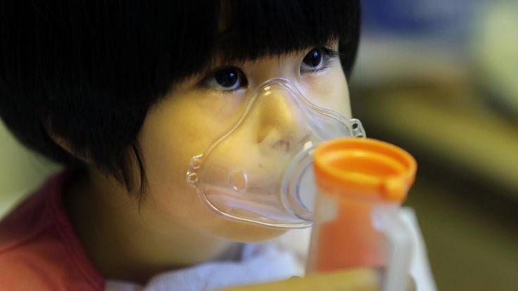 Contaminación: Un contador de respiraciones para salvar la vida a los niños con neumonía. Noticias de Tecnología. La neumonía provocó en 2015 casi un millón de muertes entre menores de cinco años. Un nuevo dispositivo detecta posibles casos de manera sencilla y eficiente
