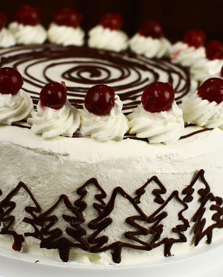 Tort Pădurea Neagră rețetă pas cu pas. Tort Pădurea Neagră - rețeta originală germană. Tort Schwarzwald cu vișine, ciocolată și frișcă. Black Forest Cake.