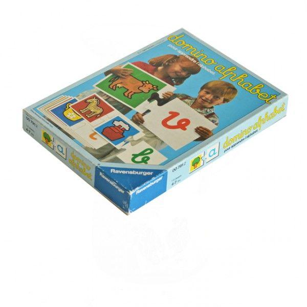 <p>Jeu de dominos Alphabet vintage, jeux Ravensburger , 1976, made in Western Germany, de 1 à 6 joueurs, à partir de 4 ans, avec de jolis dessins colorés, état d'usage. Pour occuper ses enfants un mercredi matin pluvieux et retrouver la joie de jouer ensemble! On aime ce format généreux de pièces et les jolis dessins.</p>