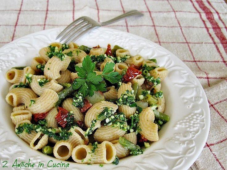Pipe Integrali Rigate con Fagiolini, Patate, Pomodori Secchi e Pesto di Prezzemolo | 2 Amiche in Cucina