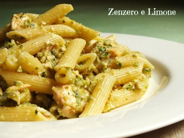 La pasta con pesto di zucchine è un piatto veramente goloso, sano e nutriente vista la presenza di pesce e verdure. Nessuna difficoltà di realizzazione.