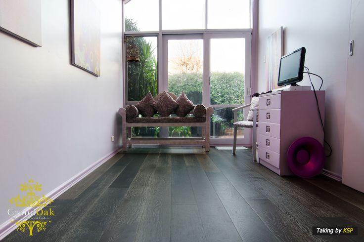 Grand Oak Timber Flooring: Alaskan Grey Bedroom