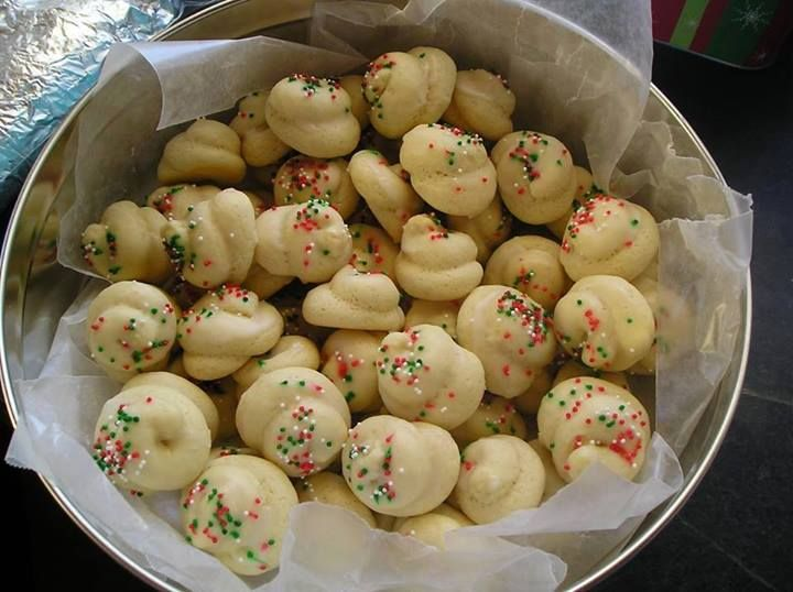 Italian Christmas Cookies 4 eggs 1 cup sugar 1/2 cup butter 2 tsp. vanilla 3 1/2 cup flour 4 tsp. baking powder Sift dry ingredients. Cream butter and sugar, beat in eggs; add vanilla and dry ingredients.