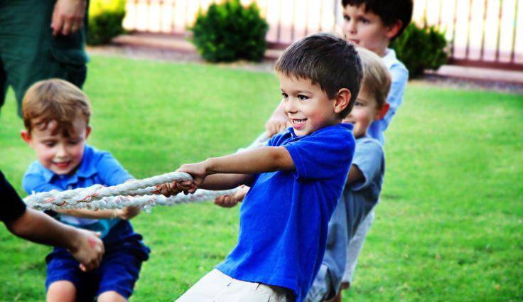 Jeux exterieur anniversaire enfant : le Top 8. Course en sac, course à l'oeuf ou pinata… Petit guide des jeux de plein air anniversaire à organiser au jardin ou dans le parc le plus proche - http://www.go-reception.com/blog/jeux-exterieur-anniversaire-enfant-top-8/