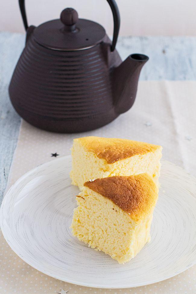 Tarta de queso japonesa ¡con sólo 3 ingredientes! , La tarta de queso japonesa o pastel de queso japonés es una tarta fácil con solo 3 ingredientes: queso crema, chocolate blanco y huevos.
