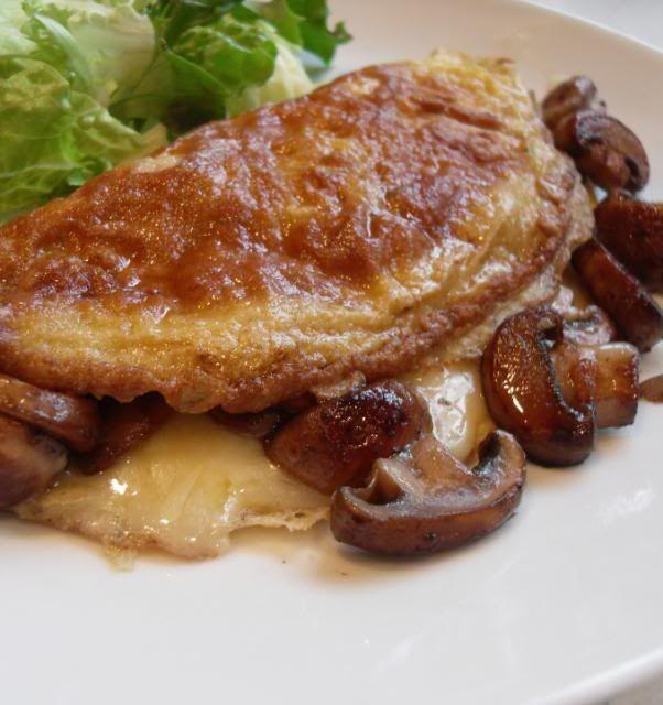 The English Kitchen: Cheesy Mushroom Omelettes