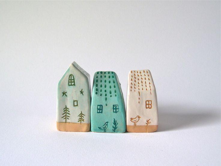 Set 3 piccole casette in ceramica / Colori naturali bianco e verde acqua / Cake design / Decorazione in ceramica fatta a mano/ : Arte della ceramica di alisanna