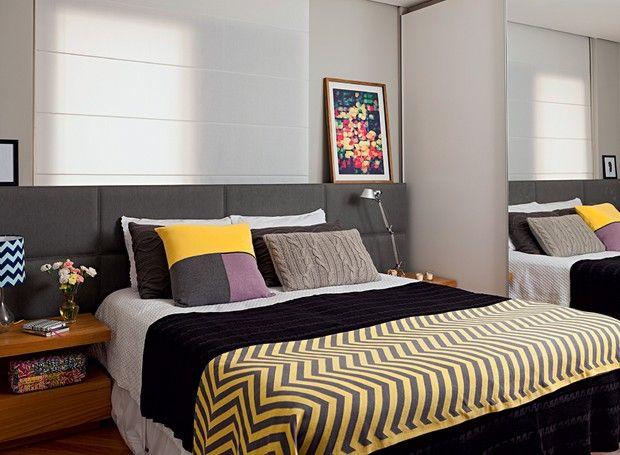 Apartamento mistura madeira, cimento e concreto na decoração