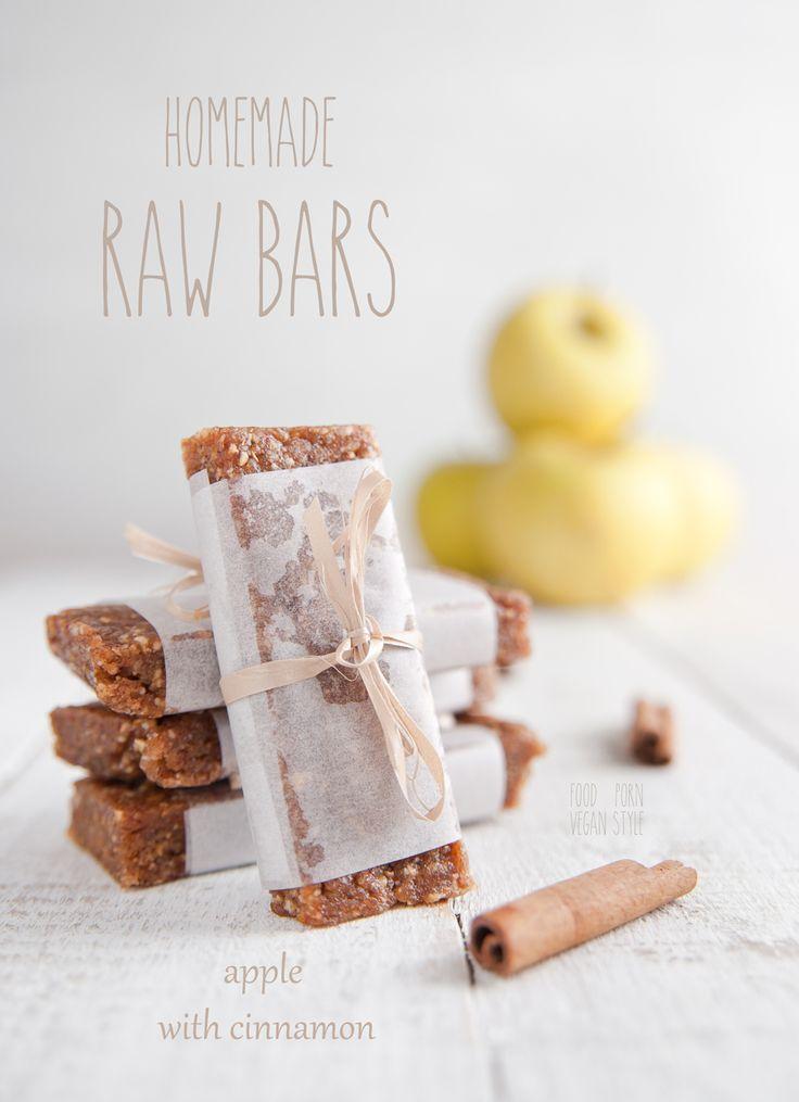 "Raw and vegan energy bars. Apple with cinnamon flavor. Only 5 ingredients. These are like homemade ""Raw Bite"" bars.  Domowe batony energetyczne o smaku jabłka z cynamonem"