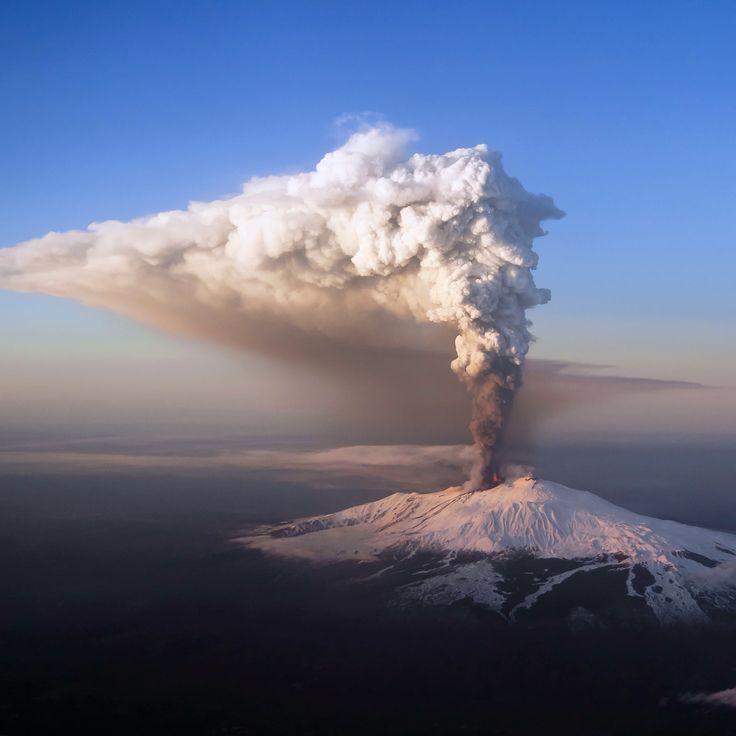 """Show must go on"" - Mt. Etna marvelous eruption."