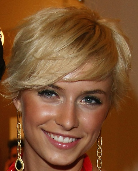 I vote all pixie cuts should have bangs like this!